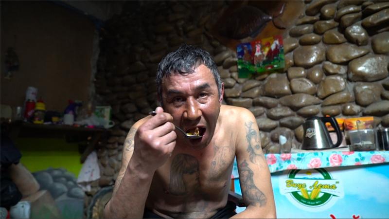 麻薬密売アパート&極寒シベリア山奥のカルト教団村に潜入!